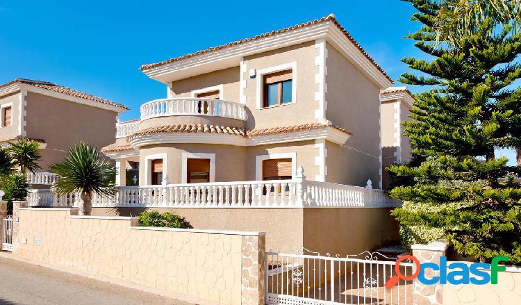 Villa de 3 Dormitorios en Los Altos, Torrevieja