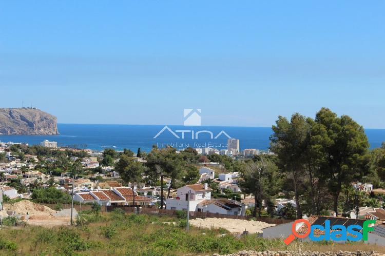 Amplia parcela de 6050 m2 con vistas al mar en Javea.