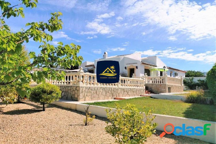 Chalet a la venta en Javea de 4 dormitorios cerca de Playa