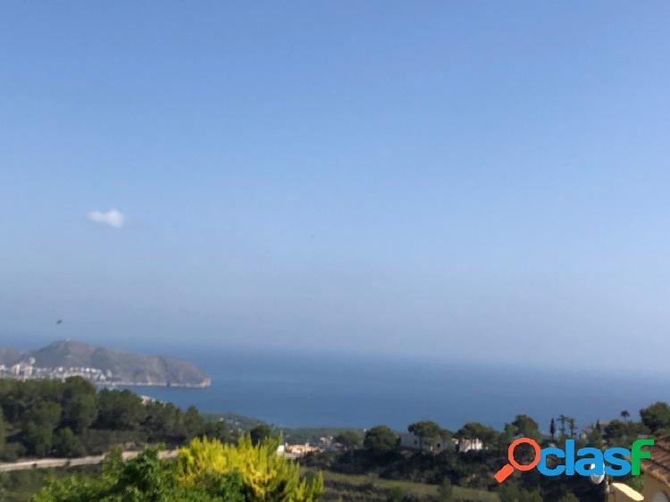 Parcela llana con vistas al mar en Moraira Costa Blanca