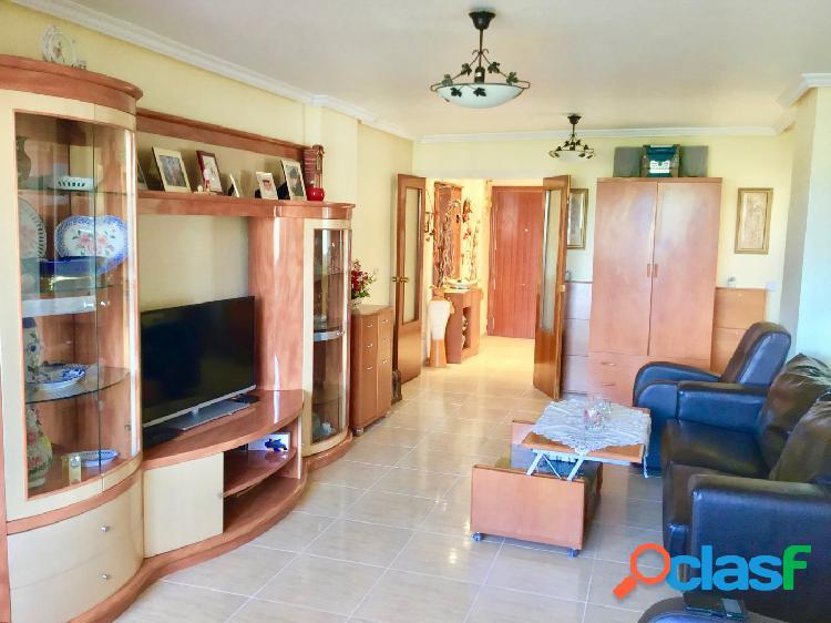 Precioso piso de tres dormitorios y dos baños para familias
