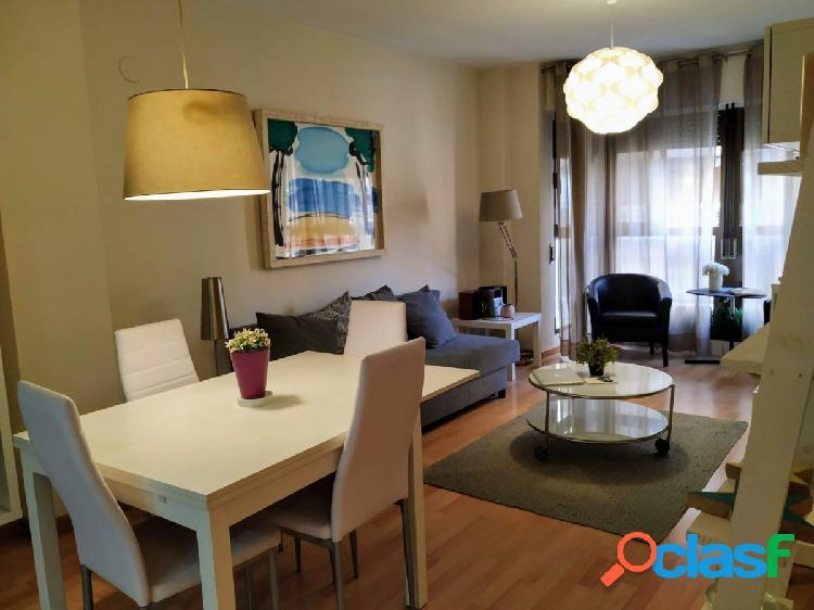 Se vende precioso piso de estilo moderno de una habitación.