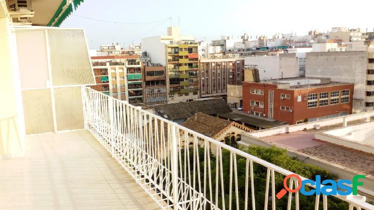 Gran piso en alquiler en el centro de Alicante con terraza y