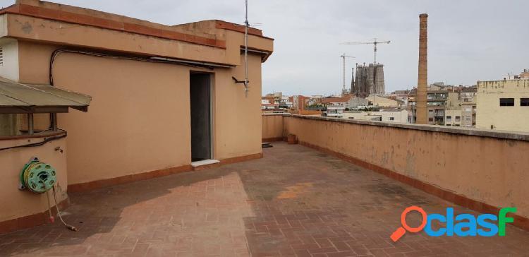 Piso en venta de 93m2 con 4 habitaciones y terraza de 87m2