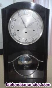 Antiguo reloj de pendulo aleman