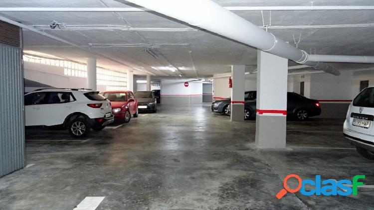 Garaje con trastero en zona Levante.