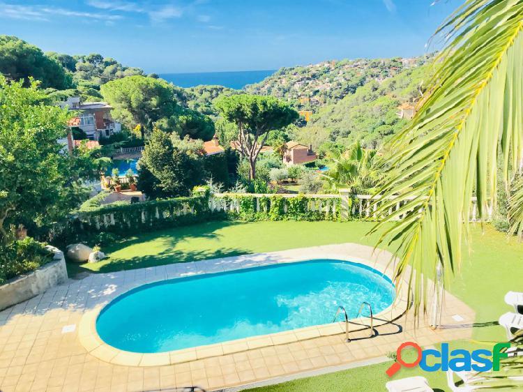 Magnífica villa con vista al mar y piscina en Cala