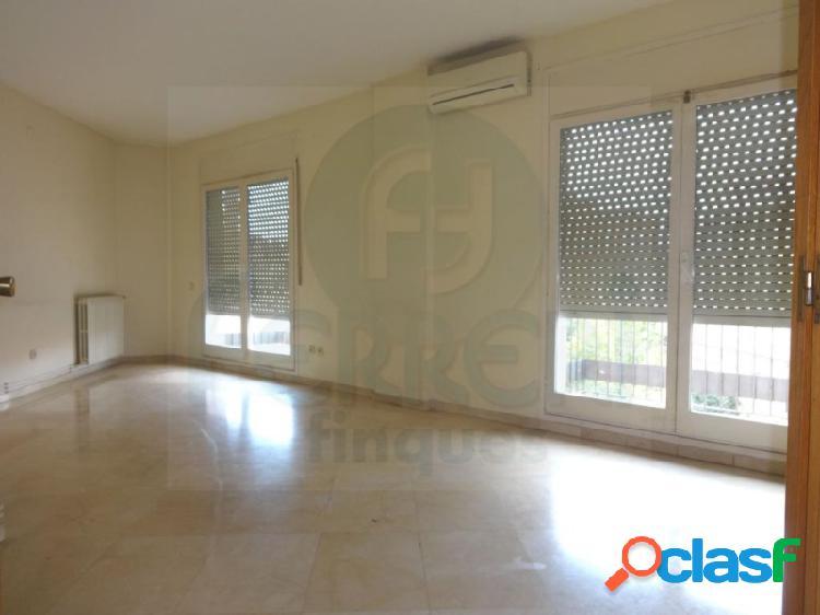 Piso de 131 m2 con terraza de 87 m2 en Sagrada Família.