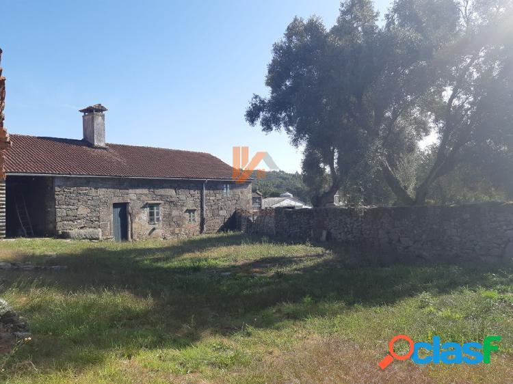 Preciosa casa de piedra para rehabilitar en Santiago
