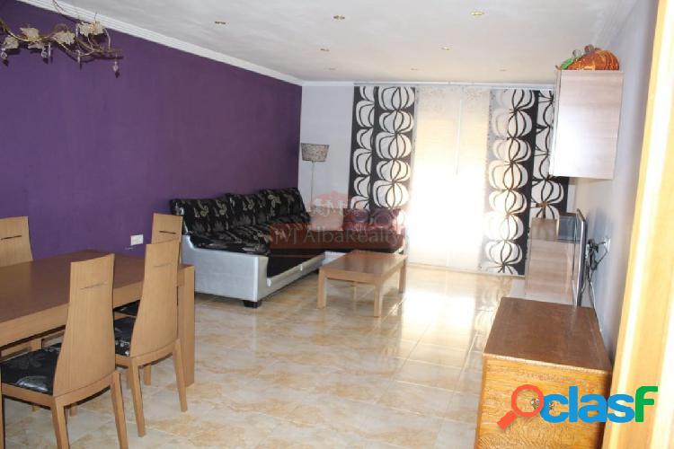 Se vende adosado en Madrigueras con 4 dormitorios y un patio