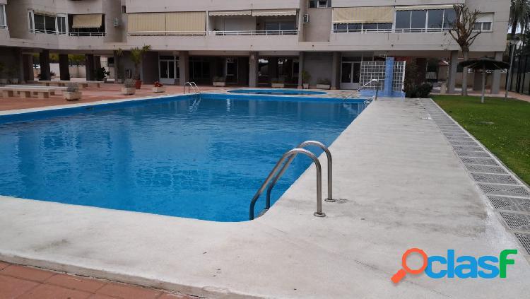 Piso en Miriam Blasco con piscina, paddel y plaza de garaje