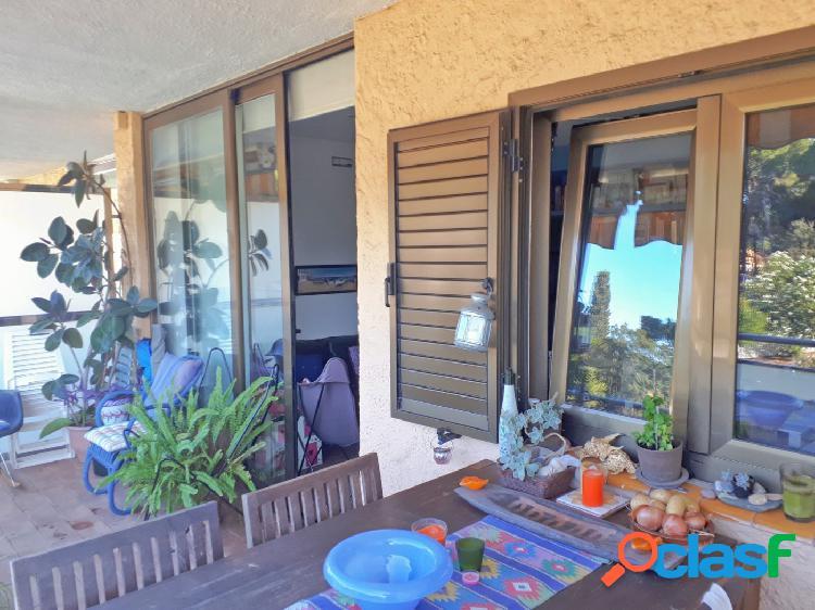 Apartamento renovado de diseño en La Fosca con buen balcón