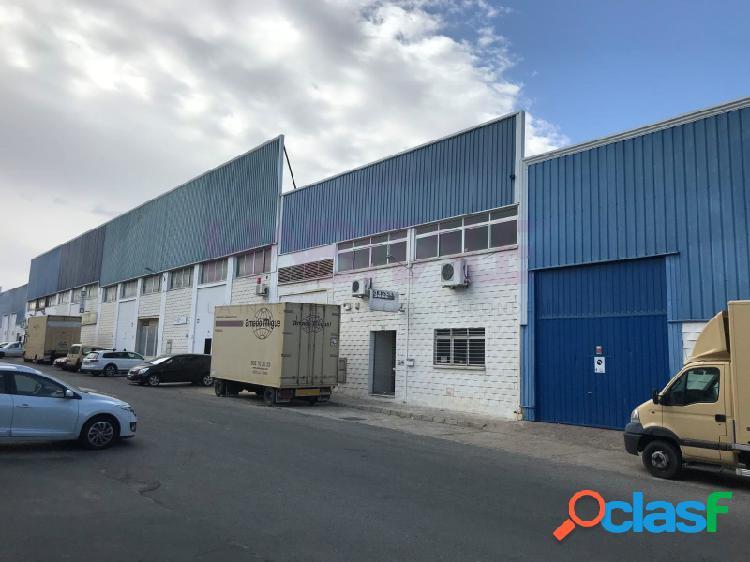 Nave con oficinas en el polígono industrial Navisa