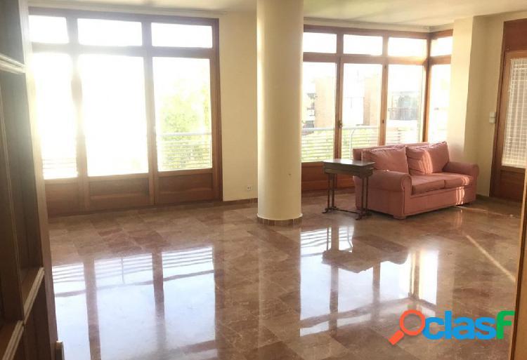 Se vende piso en pleno centro de Lorca, septima planta con