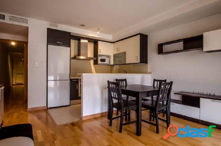Bonito piso amueblado con plaza de garaje y trastero