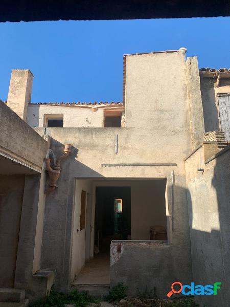 Casa de Pueblo Semi Reformada con patio interior