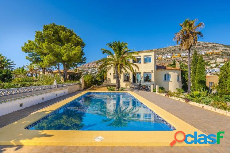 Hermosa villa con vistas al mar en venta en Cumbre del sol