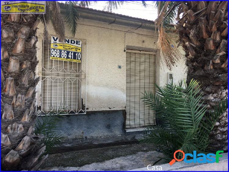 Se vende casa con terreno en El Raal