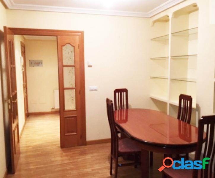 Urbis te ofrece un piso en venta en zona Teso de la Feria,
