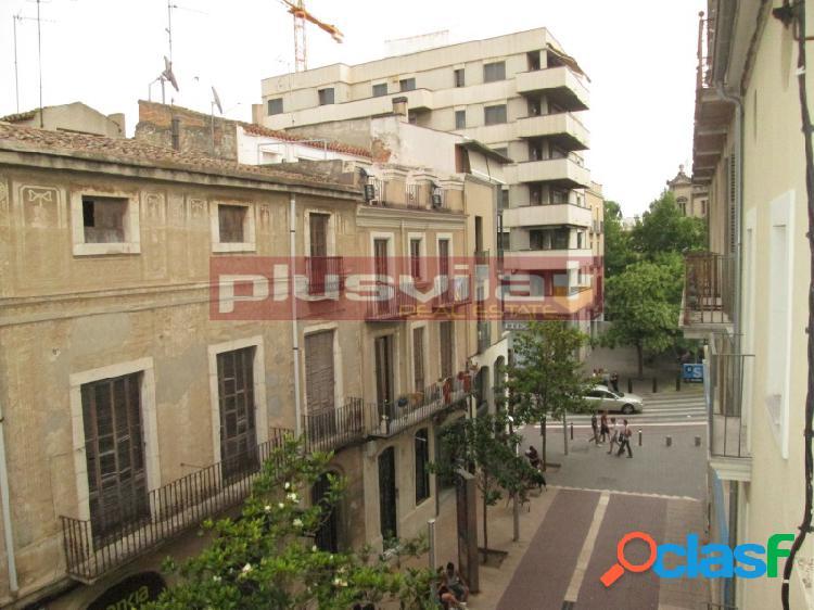 Almacén/oficinas en alquiler en pleno centro de la Vila