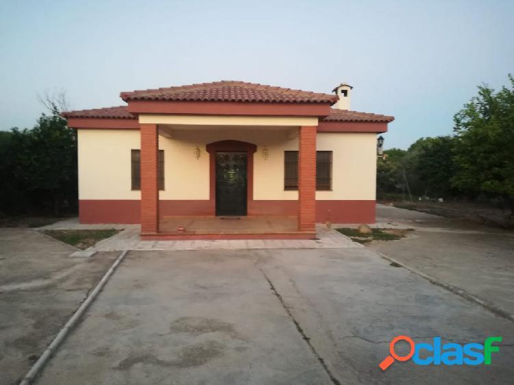 Casa en urbanización cerca de Alcolea