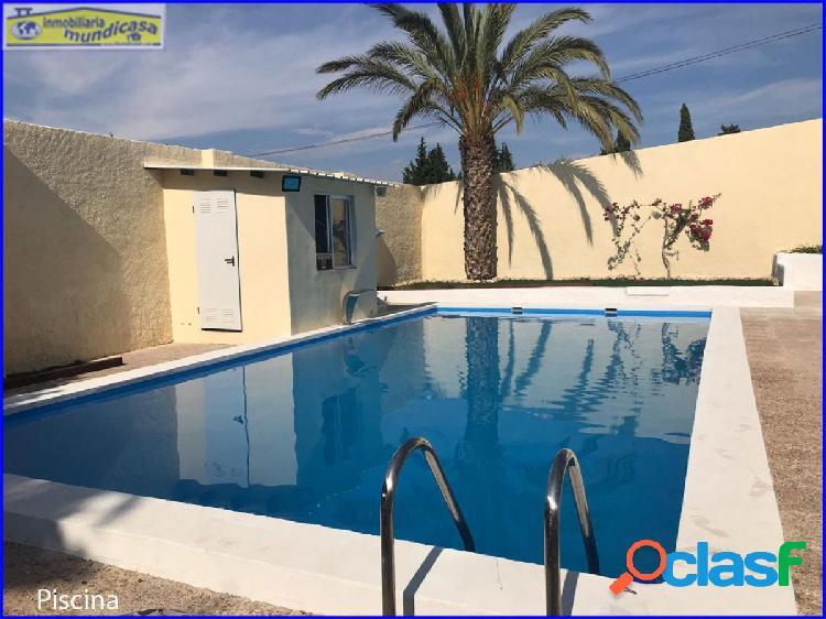 Casa rural de 232 m2. con piscina y 1954 m2 de parcela.