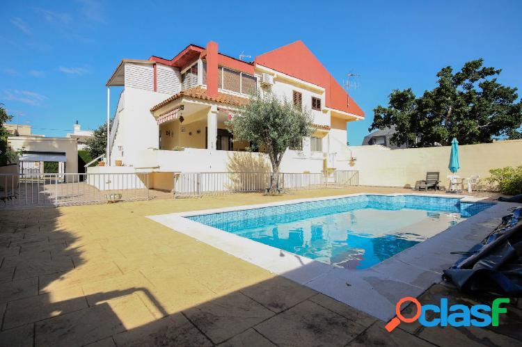 Chalet con piscina en Nova Canet