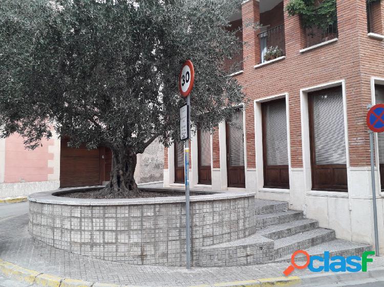 LOCAL IDEAL OFICINAS EN EL CENTRO DEL PUEBLO