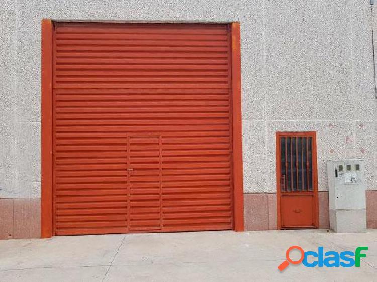 NAVE DE 290 M2 CONSTRUIDOS CON OFICINA EN ILLESCAS