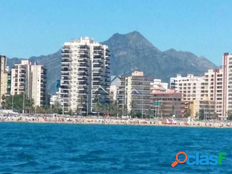 Precioso apartamento con vistas al mar situado en 1ª linea