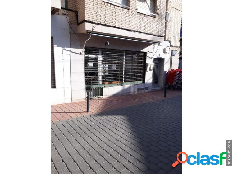 Se vende o se alquila local comercial.