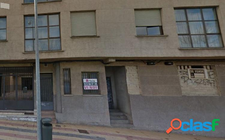 Urbis te ofrece local diáfano en zona Arrabal, Salamanca.