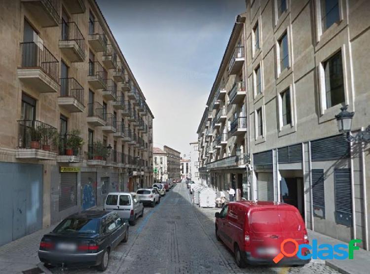 Urbis te ofrece una céntrica plaza de garaje en zona San