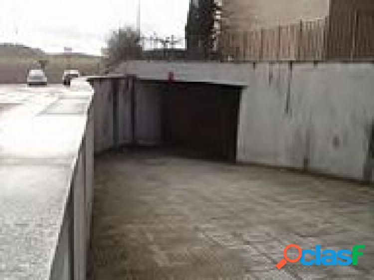 Urbis te ofrece unas plazas de garaje abiertas en Carbajosa