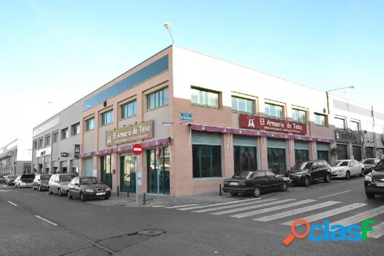 Venta de local comercial en Sevilla, Polígono Calonge