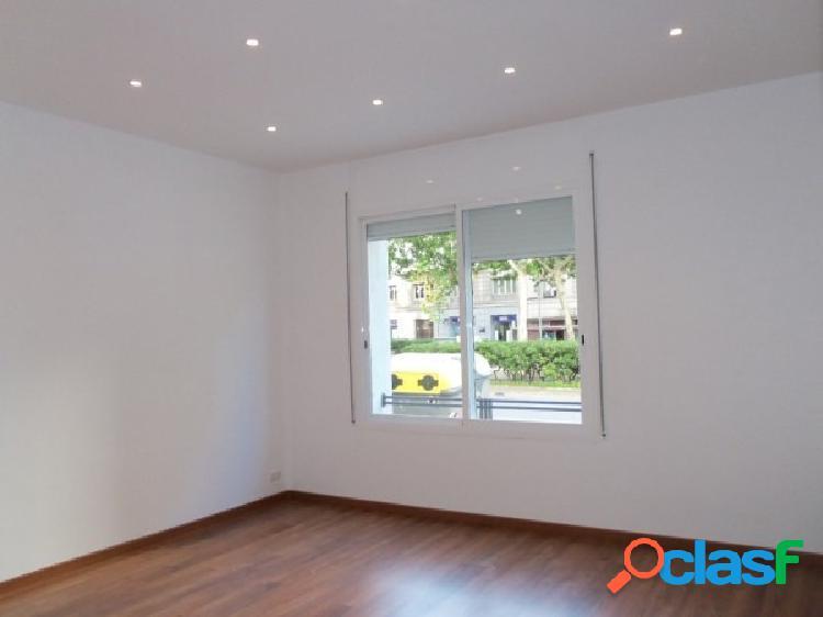 Amplio piso totalmente reformado en Barcelona zona Les