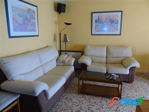 Piso amueblado de 3 dormitorios, salón-comedor, baño
