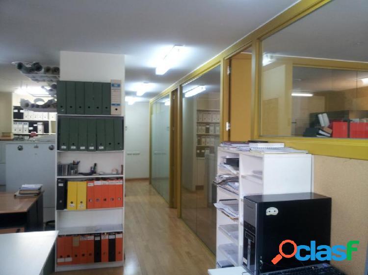Despacho muy bien situado al lado del Hospital St. Pau