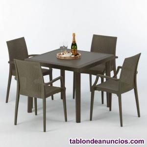 Mesa cuadrada de jardín + 4 sillas