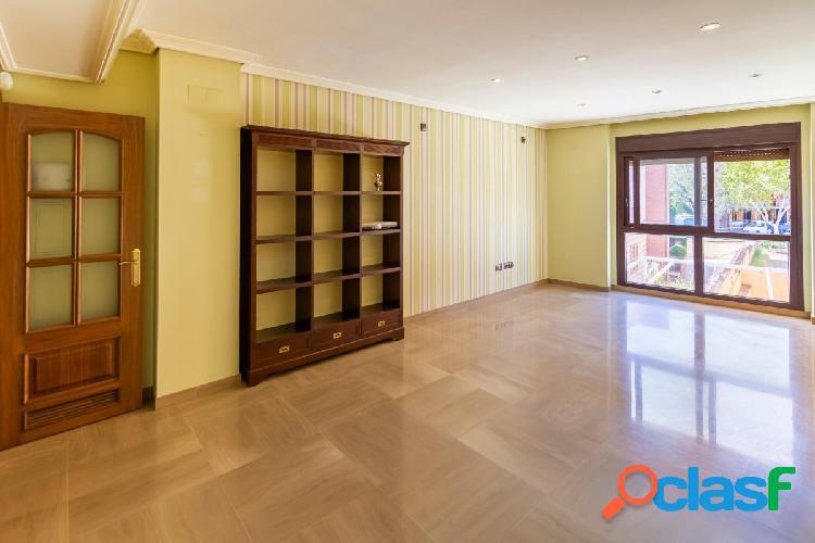 Precioso piso junto a Vial Norte con piscina.