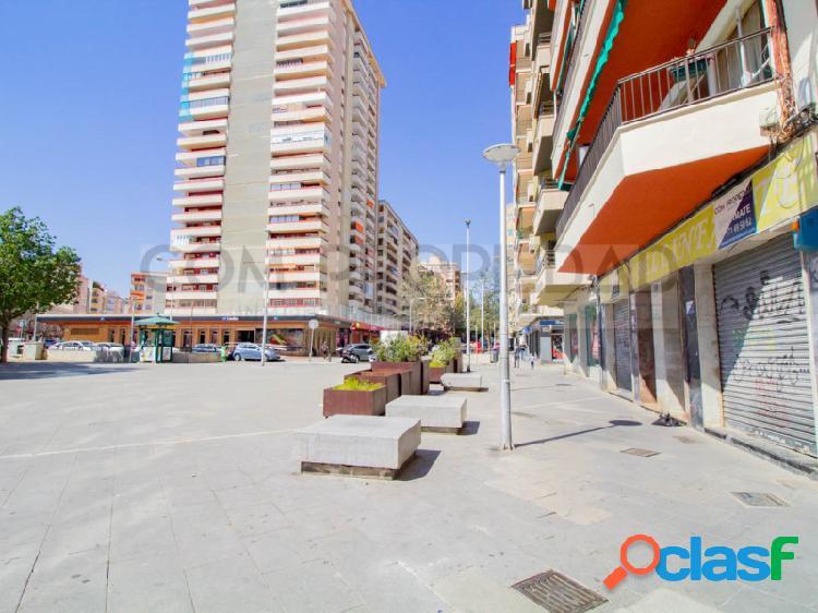 Local comercial con licencia cafetería y 371 m2 en PLAZA