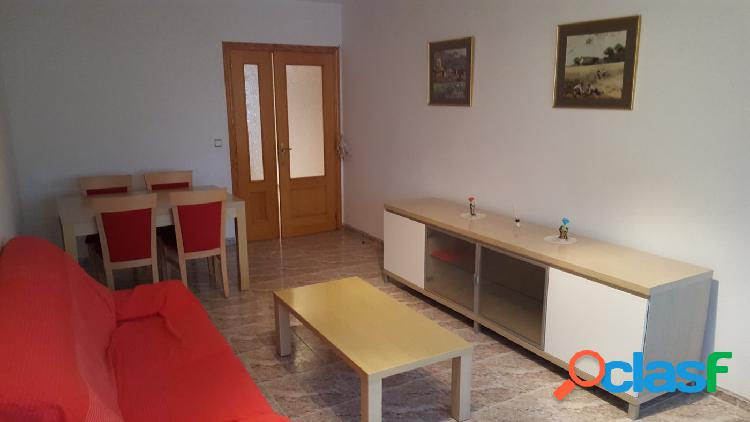 Preciosio i piso de 4 habitaciones en buena zona.