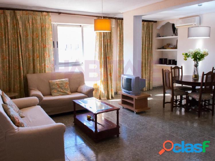 ¡Se alquila piso de 2 habitaciones en la zona de Malilla!