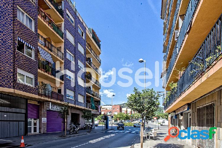 Venta de piso de 109 m2 en Avenida Mediterraneo, 08397,