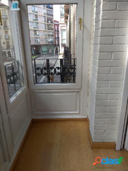 se alquila precioso piso en la calle ortiz de zarate.