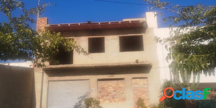 Solar con estructura de casa en Rabasa