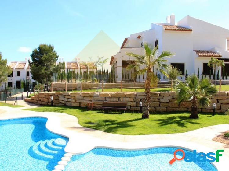 Adosado de estilo mediterraneo con 45 m2 de jardín