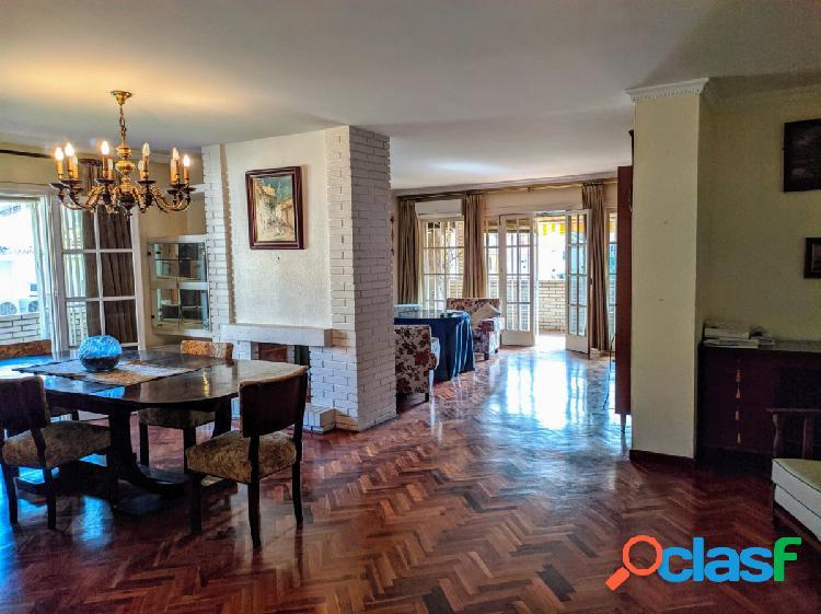 Gran apartamento de 4 dormitorios en zona noble de
