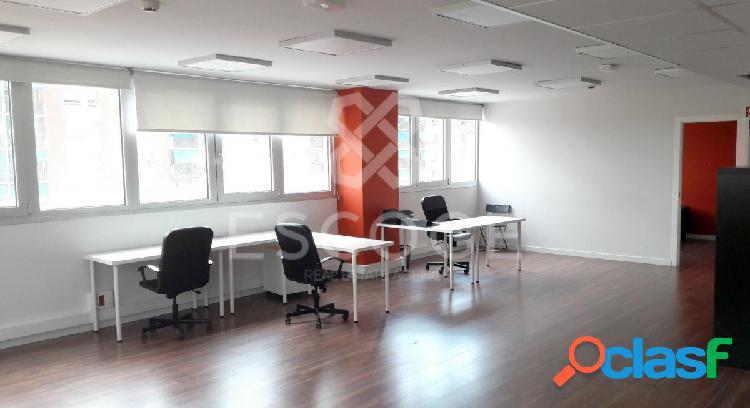 Oficina muy luminosa junto a Estación de Fabra i Puig