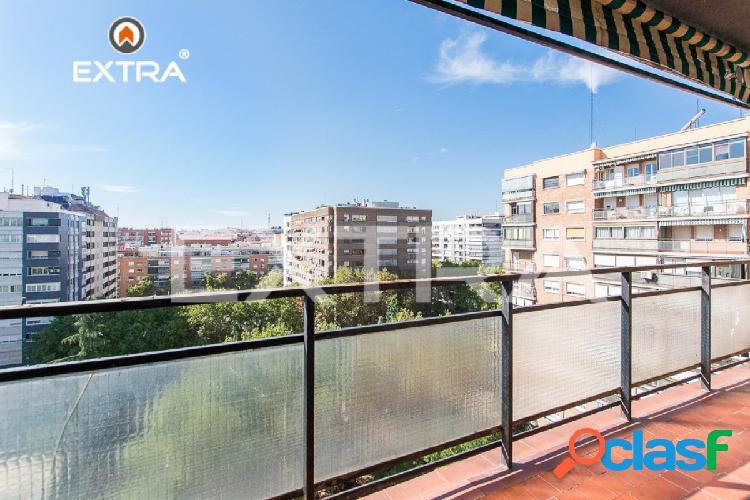 Piso con espectaculares vistas y 4 dormitorios en zona Azca